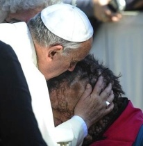 POPE Kisses face of poor man2
